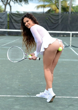 Cute MILF tennis woman with nude ass..