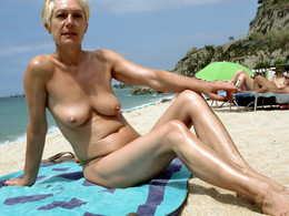 Toples mature women on Itallian beach..