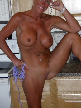 Blonde mature whore posted her nude..