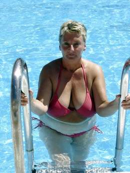 Busty mature ladies sunbathing in..