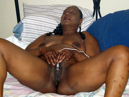 Freaky ebony mature BBW posing in..