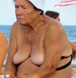 Old ex wives posing nude photos at the..