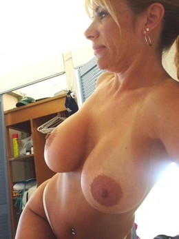 Tanned mom naked, sexy holiday pictures