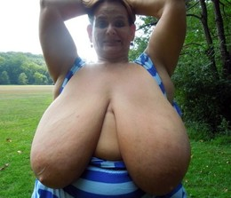 Photos of old huge hanging boobs in..