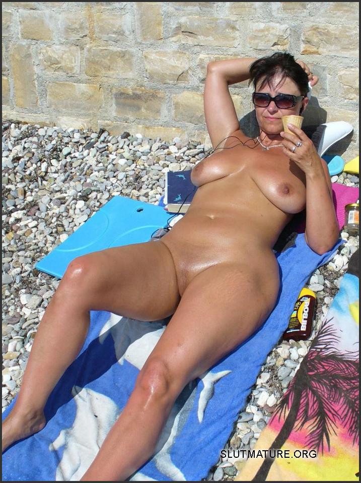 Ladies ass nude