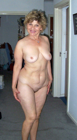 Sexy mature woman homebody posing..