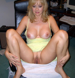 Busty MILF cougar posted photos of her..